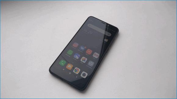 Смартфон на столе